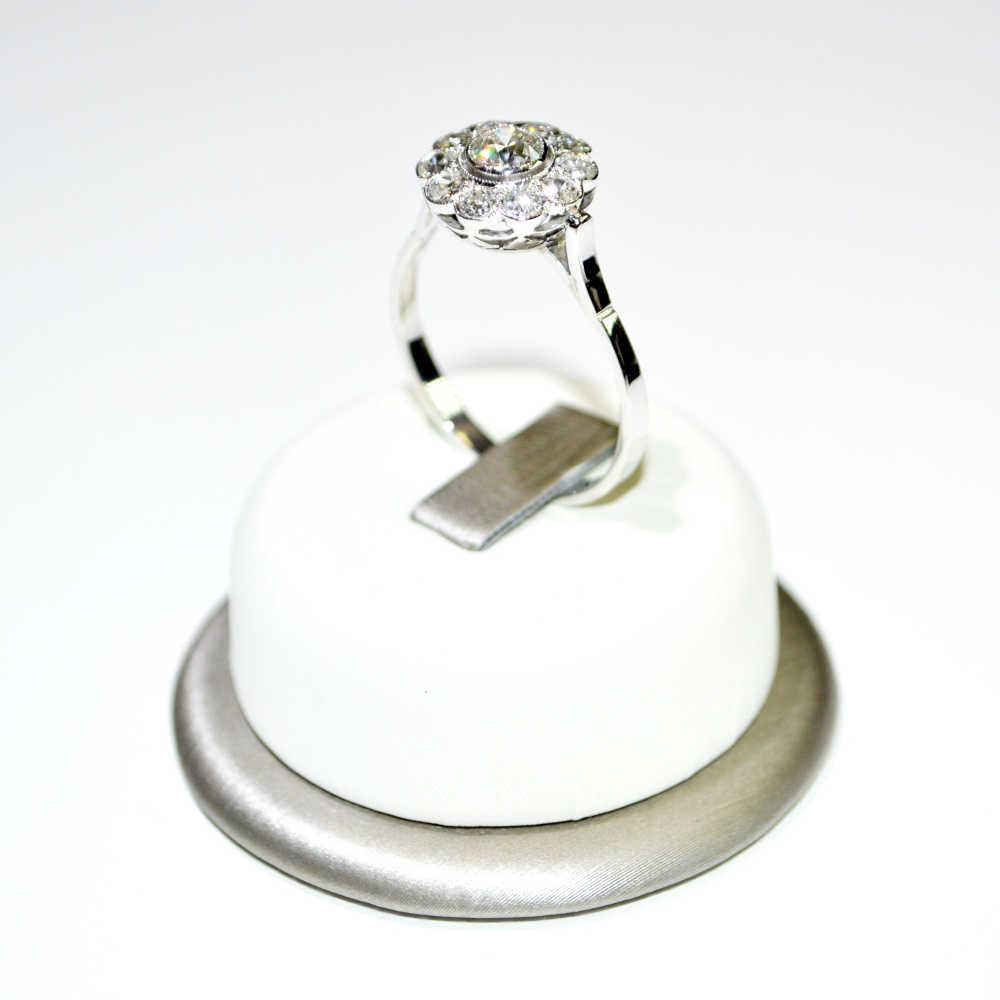 super service fournir beaucoup de beaucoup à la mode Anello a Fiore in oro bianco 18 kt con Diamanti