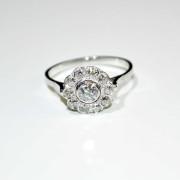 Anello a fiore in oro bianco con diamanti 3