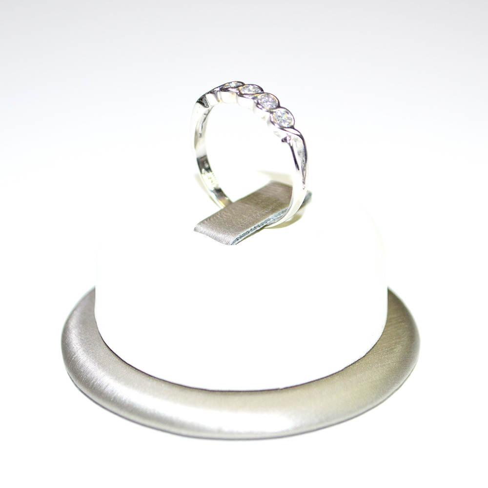 prix bas grand choix de 2019 les ventes en gros Anello Veretta in oro bianco 18 kt con diamanti