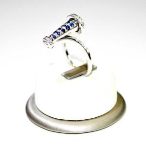 Anello oro bianco con diamanti e zaffiri 2