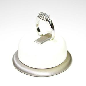 Anello trilogi oro bianco con diamanti