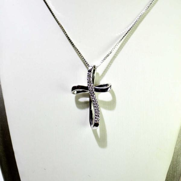 Croce in oro bianco con diamanti