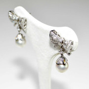 Orecchini oro bianco con diamanti e perle 3