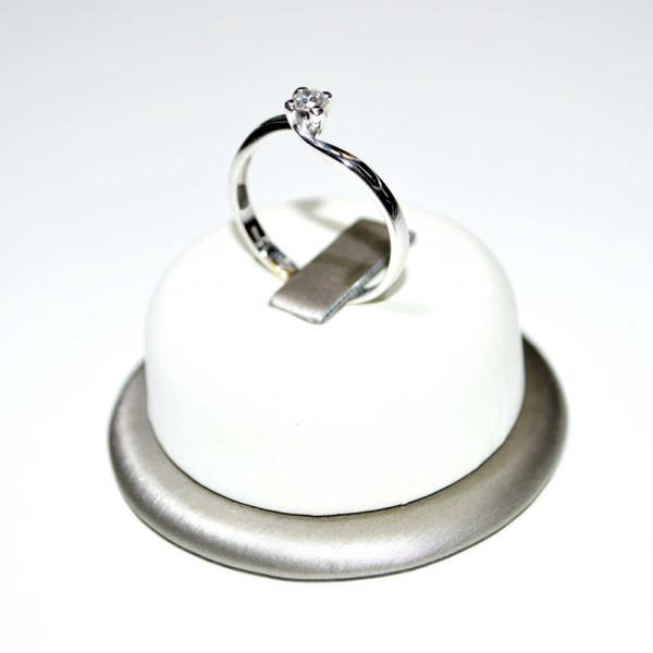 design senza tempo c5bb7 e4504 Anello Solitario oro bianco 18 kt con Diamante – Re Carlo –