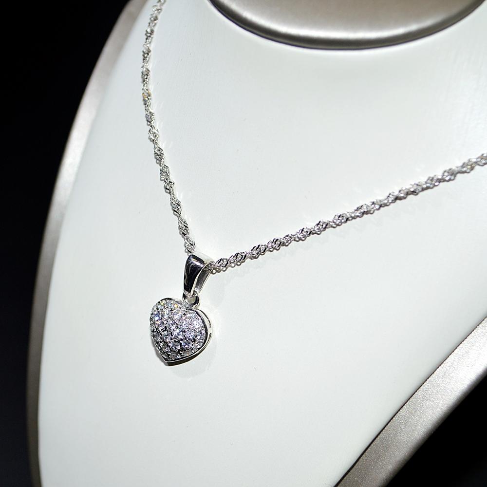nuovo di zecca 9a9d0 352b3 Collana oro bianco 18 kt con Cuore di Diamanti