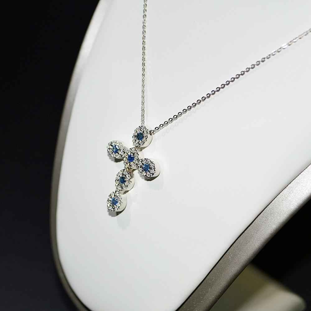 aspetto dettagliato 4c373 bad0d Catenina con croce in oro bianco 18 kt con Diamanti e Zaffiri